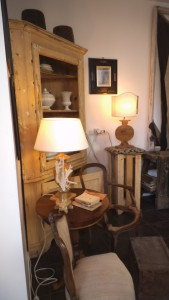 dscf4301 169x300 Mandolesi Restauro. L'artigianalità nel legno.