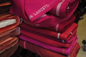 2009 01 12 20.10.36 300x201 Gonne in lana e abiti tecno. Pregi e difetti di due tessuti a contrasto.