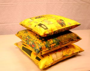 DSC 0486 300x235 Cuscini da arredo   Klimt