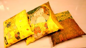DSC 0488 300x167 Cuscini da arredo   Klimt