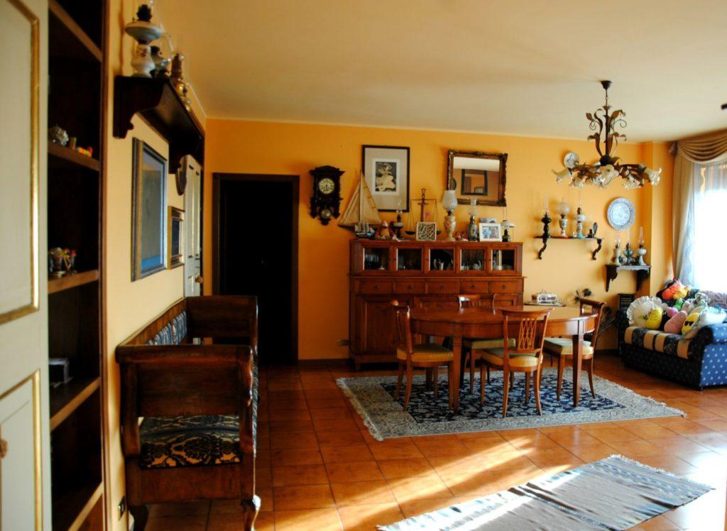 DSC 2000 1024x748 Legno Oriente Antichità – Casa Rembrandt