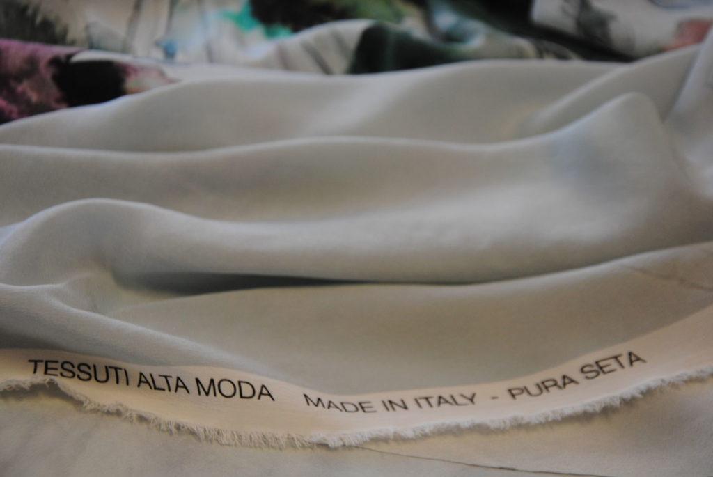 DSC 0101 1024x685 Dipinto su seta   PANNELLO abito VENDUTO