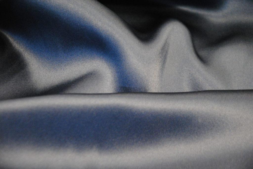seta 1 1024x685 Blu Marine   raso in seta