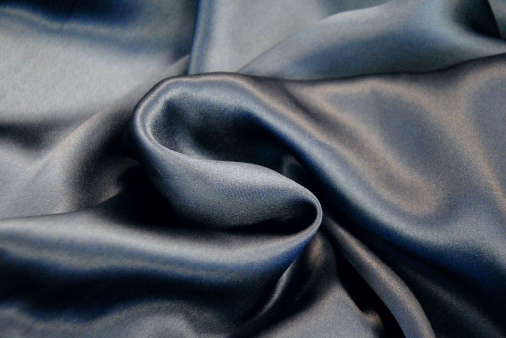 seta2 1024x685 Blu Marine   raso in seta
