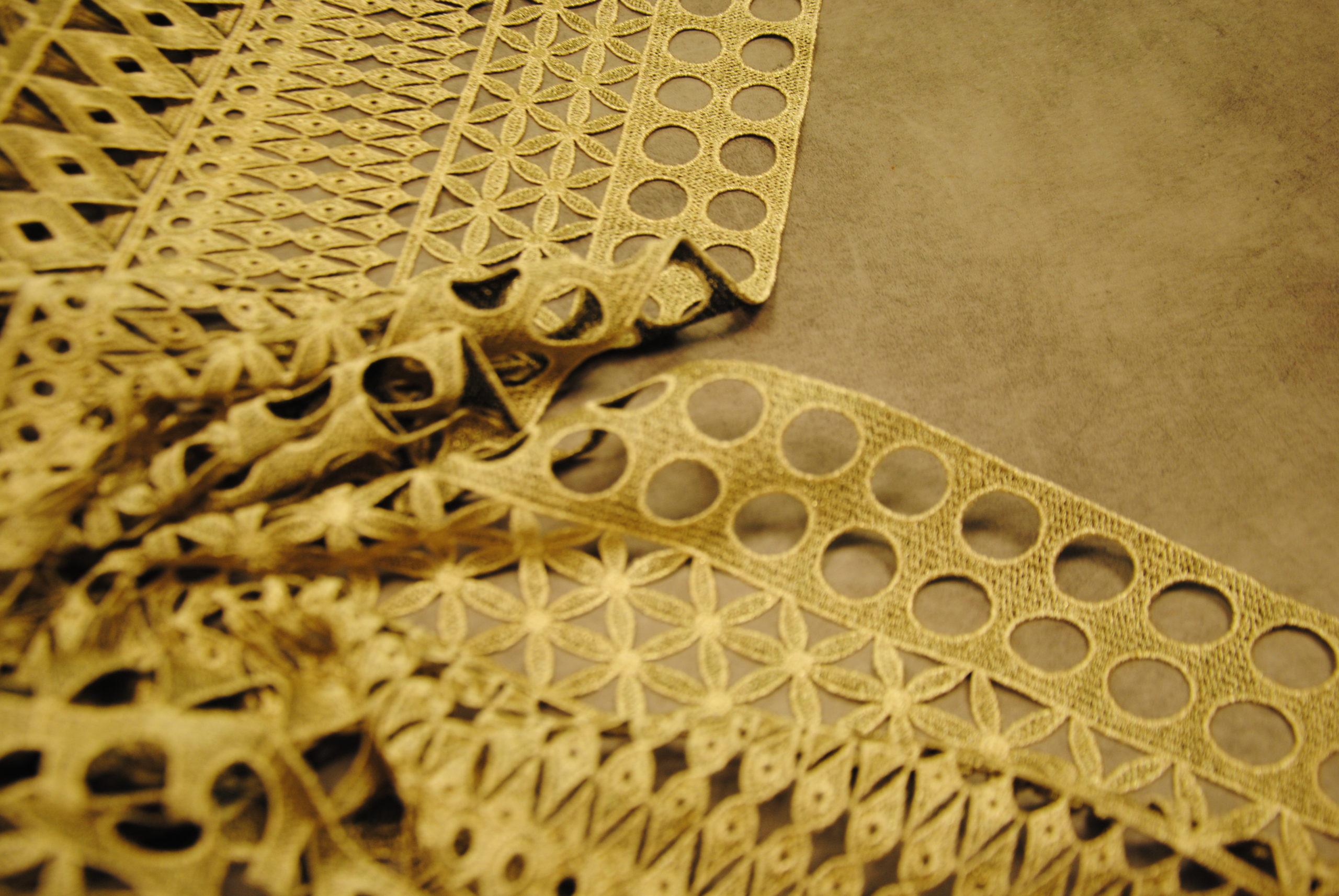 DSC 1158 2 scaled Twist & Gold   taglio per TOP