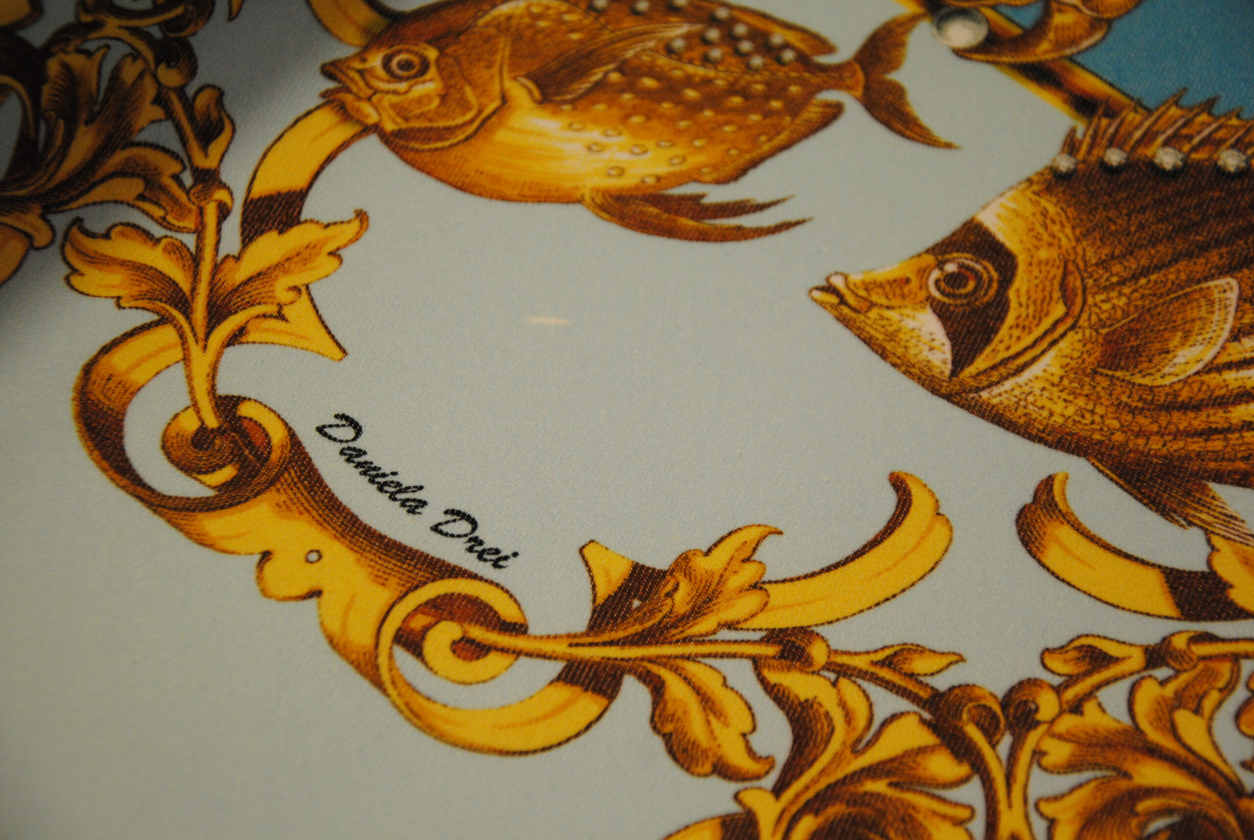 DSC 0074 scaled GOLD   canvas Daniela Drei