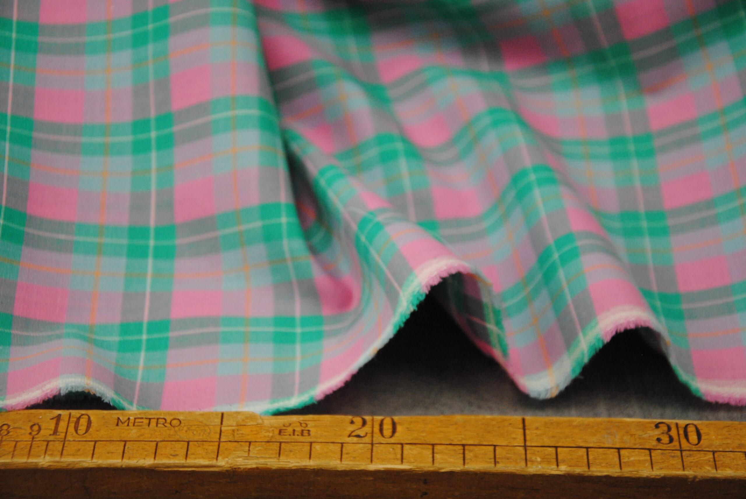 scacco rosa 1 scaled Cool Wool   pink & green   PURA LANA