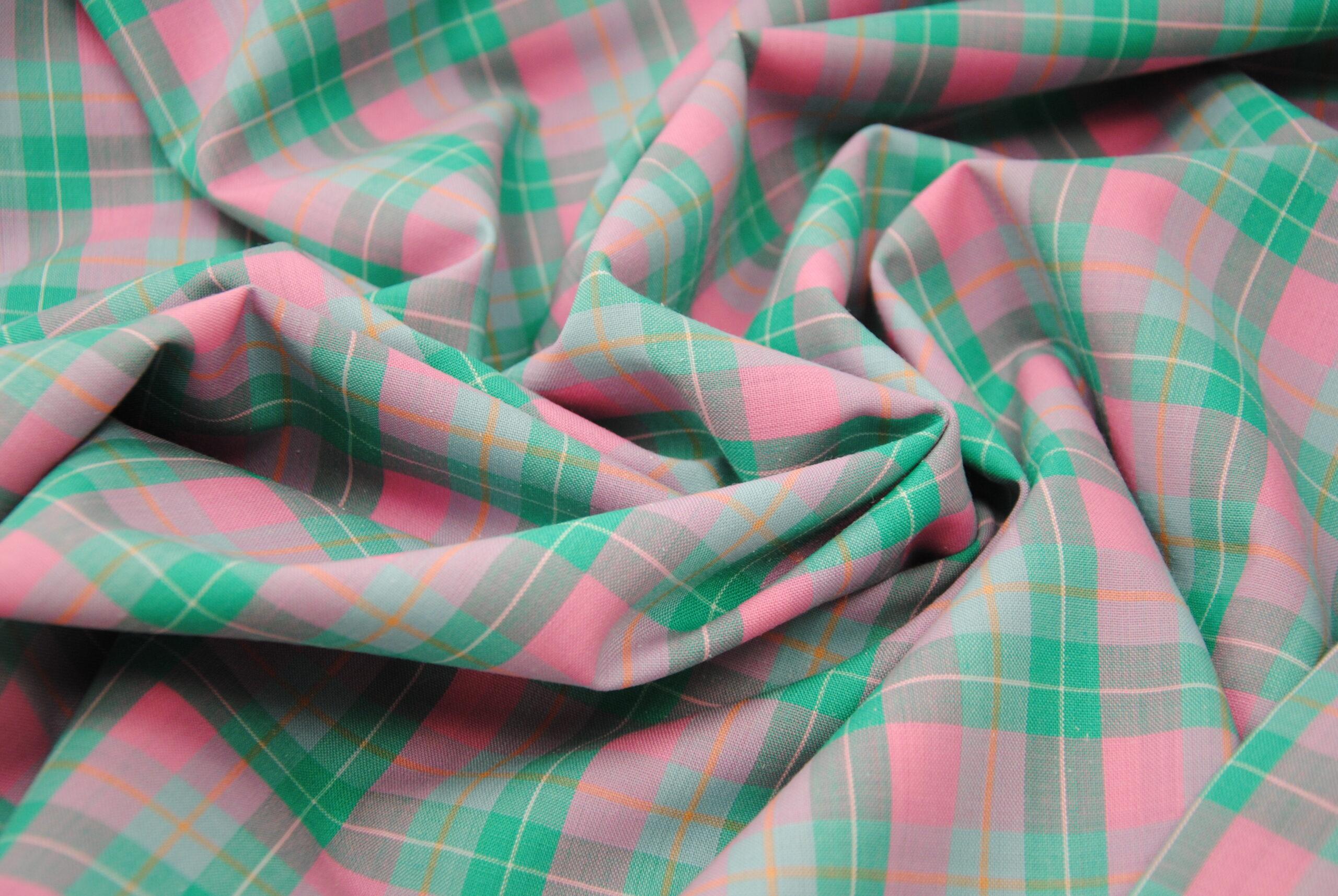 scacco rosa 3 scaled Cool Wool   pink & green   PURA LANA