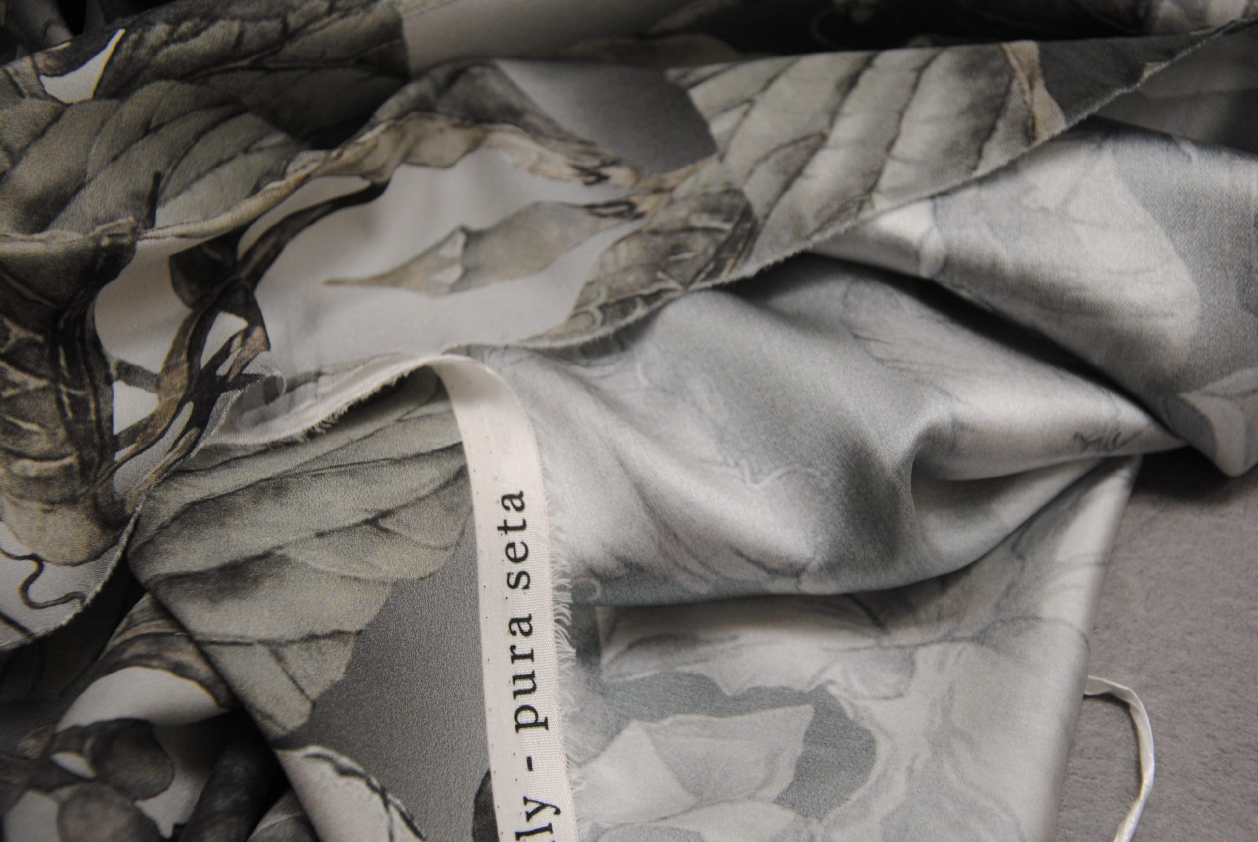 setagrey 4 scaled Fiori Grey   pura seta elastica